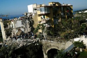 У Неаполі обрушився житловий будинок: під завалами опинилися дві сім'ї