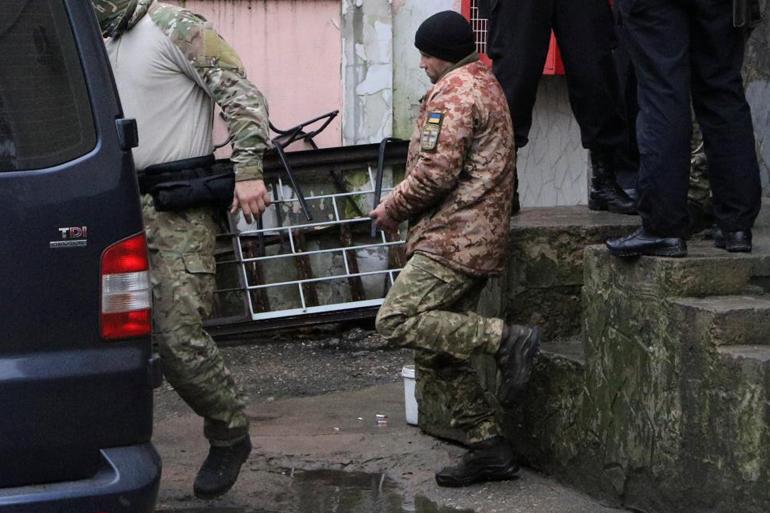 Росія продовжила термін слідства у справі щодо полонених українських моряків